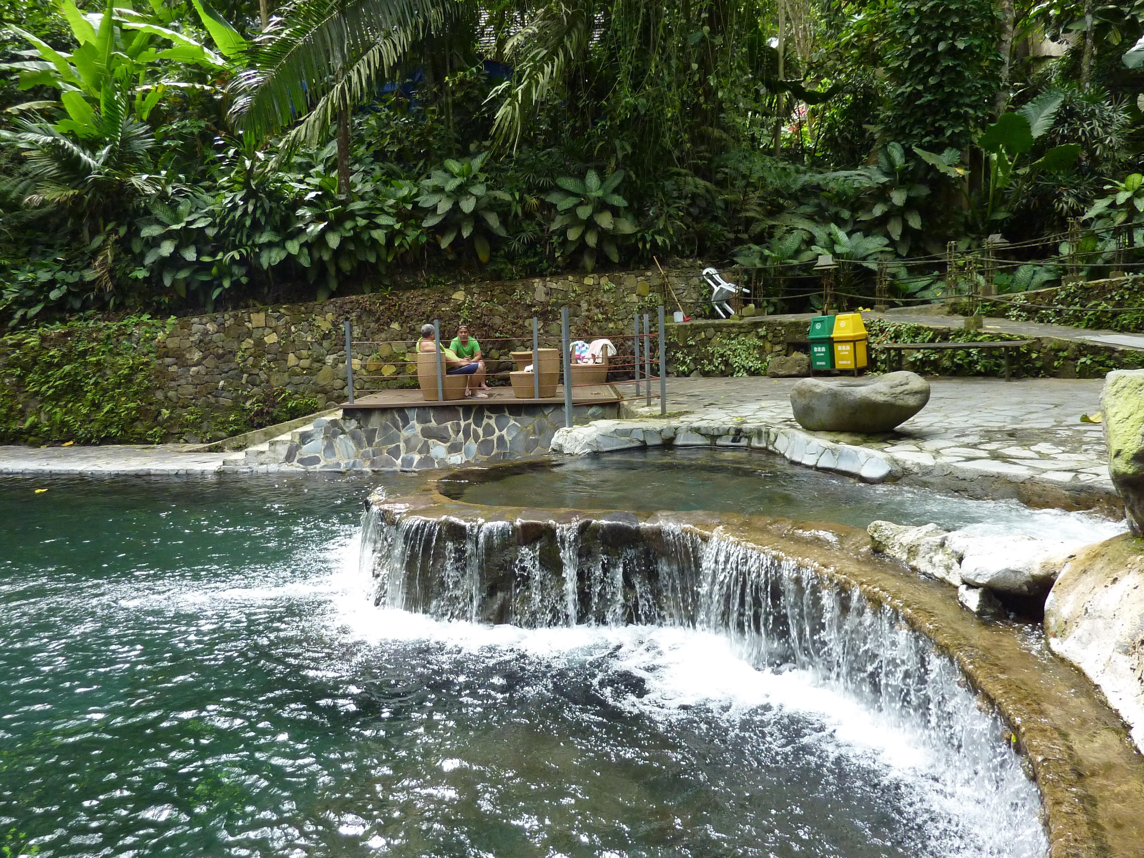 マニラ郊外ツアー 映画のような世界が広がる☆ヒデンバレー温泉ツアー