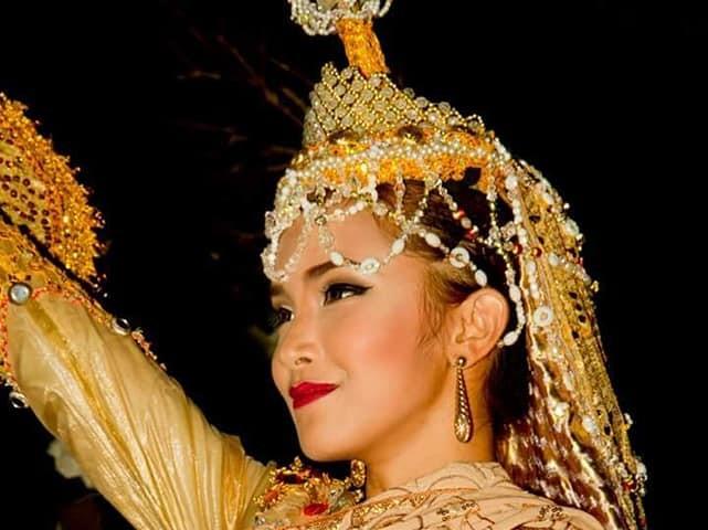 マニラのディナー ☆民族舞踏バーバラス ディナーツアー